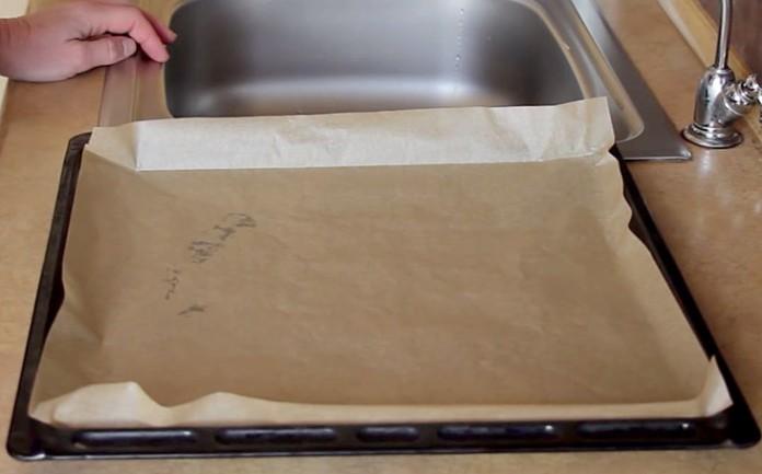 Как стелить бумагу для выпечки