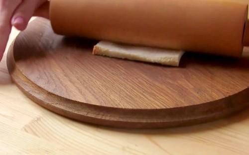 Раскатываем хлеб