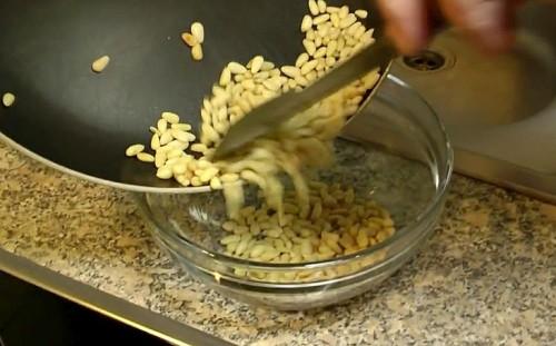 Пусть орехи остынут