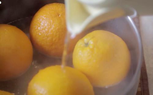 Заливаем фрукты кипятком