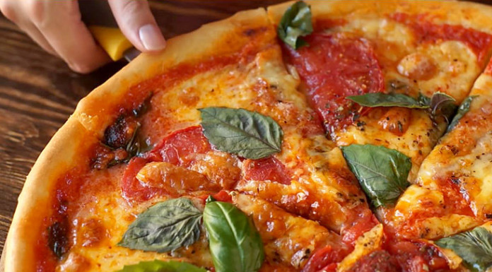 Пицца Маргарита на тонком тесте