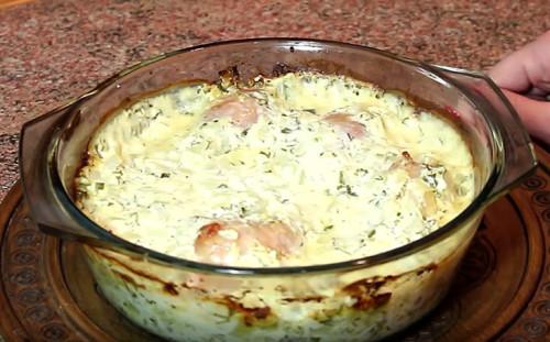 Курица в сметанном соусе готова
